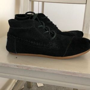 Shoes - Toms  black moccasins